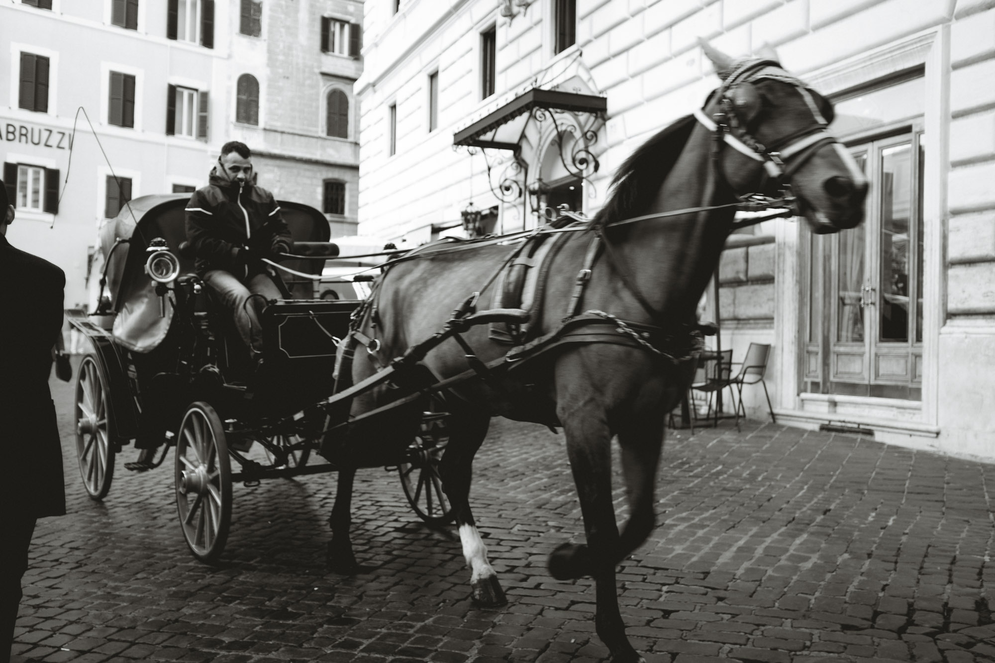 Horse drawn carriage pulling through the Pantheon plaza