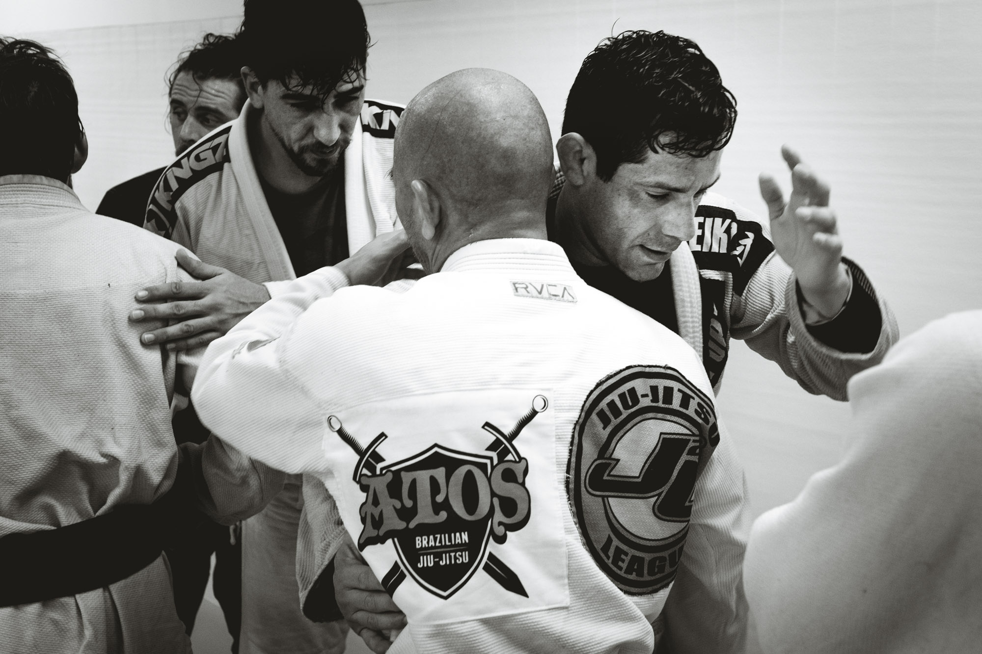 Jiu Jitsu practicioners shaking hands at the end of class