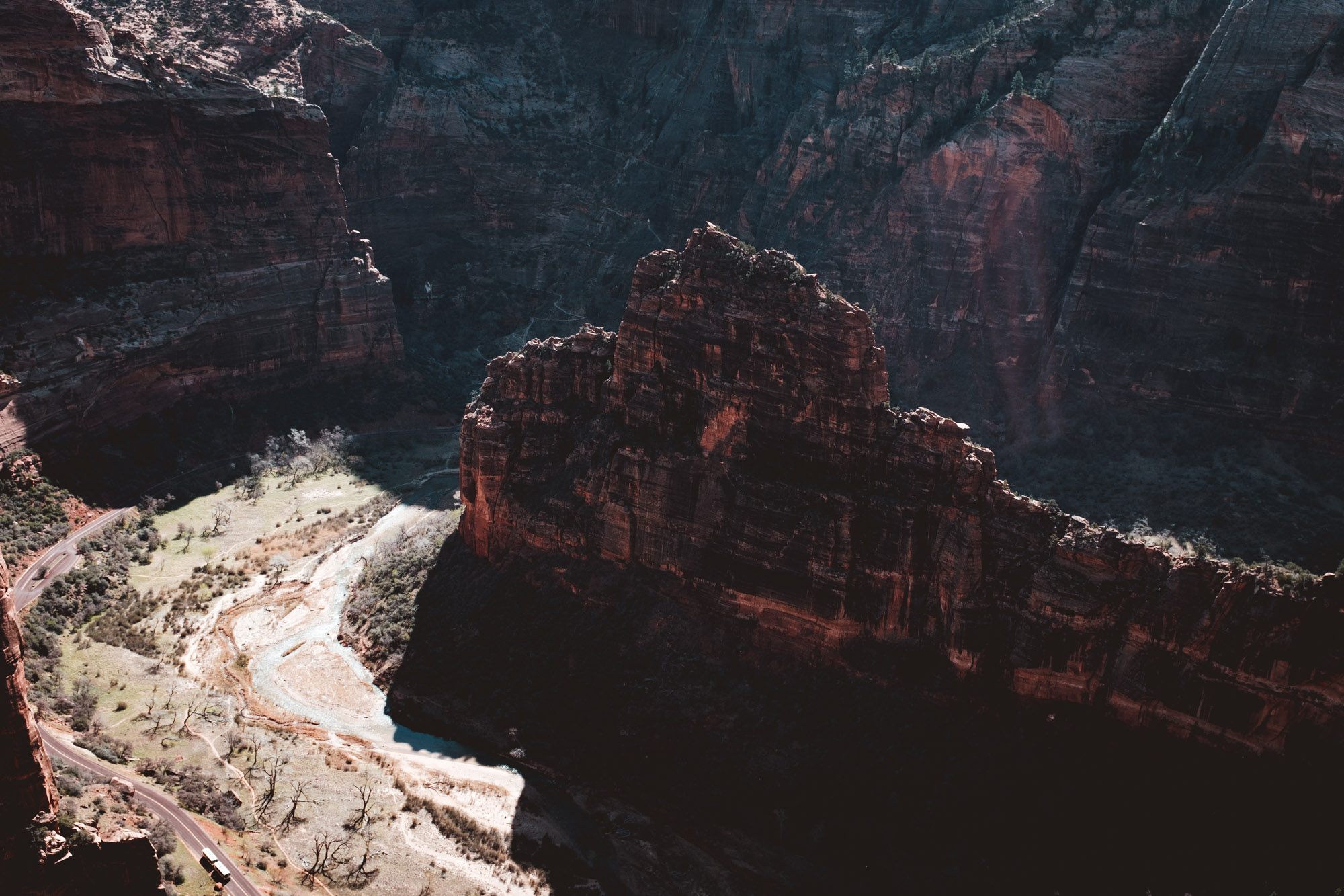 bus-angels-landing-zion-national-park-utah