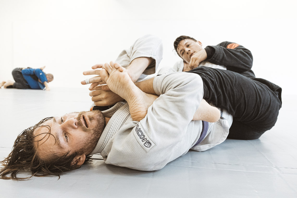jiu jitsu practitioner doing a footlock